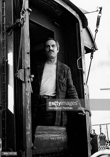 Italian actor Nino Manfredi looking out from the door of a train in the film Café Express Italy 1980