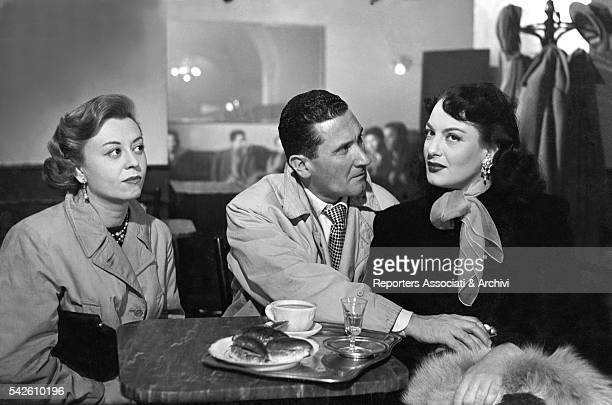 Italian actor Paolo Stoppa Italian actress Giulietta Masina and GreekItalian actress Yvonne Sanson sitting in a café in The Shameless Sex 1952