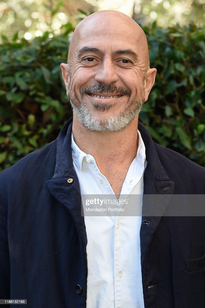 Pueblo Italiano - Página 11 Italian-actor-roberto-ciufoli-during-the-photocall-for-the-in-rai-of-picture-id1186132163