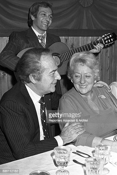 Italian actor Rossano Brazzi dining with his wife Lidia Bertolini after a cinema premiere 1977