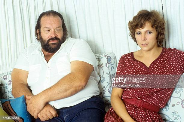 Italian actor scriptwriter and film producer Bud Spencer sitting on the sofa with Italian journalist Virginia Ciuffini 1980