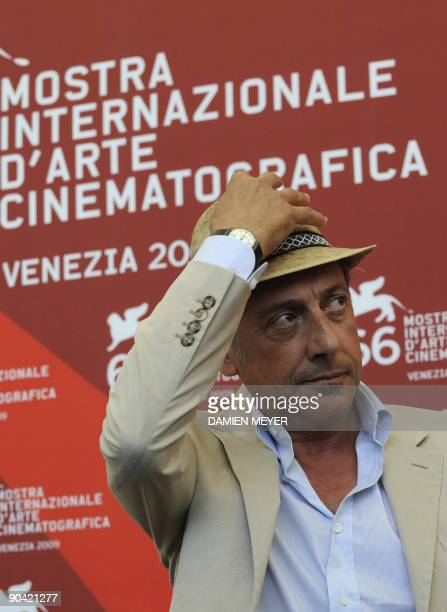 """Italian actor Sergio Castellitto poses during the photocall of """"36 vues du Pic Saint Loup"""" during the Venice film festival on September 7, 2009. """"36..."""