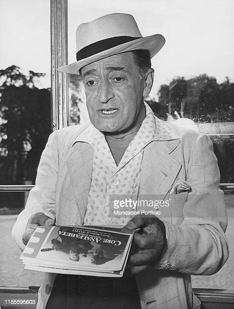 Italian actor Totò holding the text of the song composed by himself Core analfabeta Italy 1955