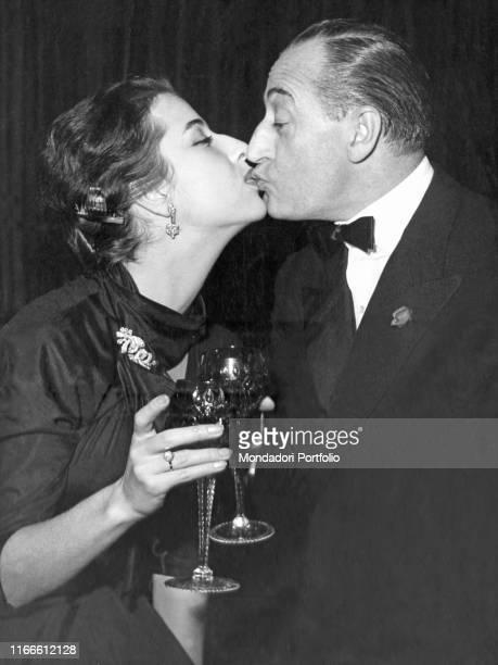 Italian actor Totò kissing Italian actress and his partner Franca Faldini. Italy, 1950s