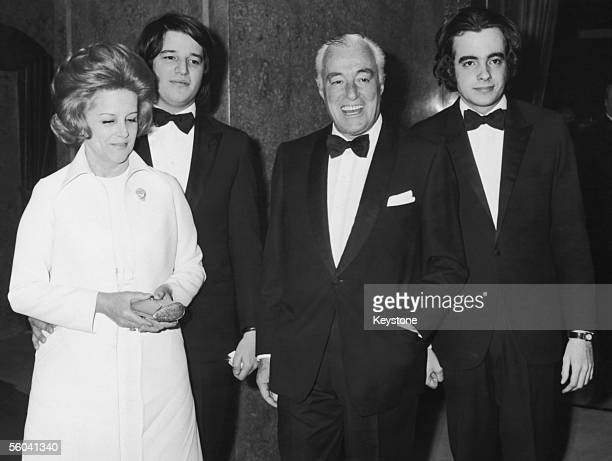 Italian actordirector Vittorio de Sica attends the premiere of his latest film 'I Girasoli' at the opera house in Rome 14th March 1970 With him are...