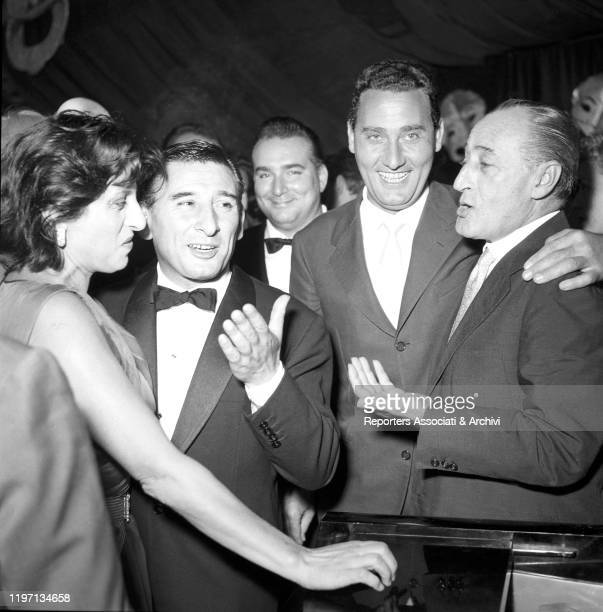 Italian actors Anna Magnani Alberto Sordi and Totò and Italian actor and singersongwriter Renato Rascel joking at the Maschere d'Argento awarding...