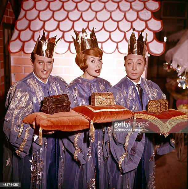 Italian actors Aroldo Tieri Lauretta Masiero and Alberto Lionello wearing sky blue tunics and little gilded crowns play ironically the roles of the...