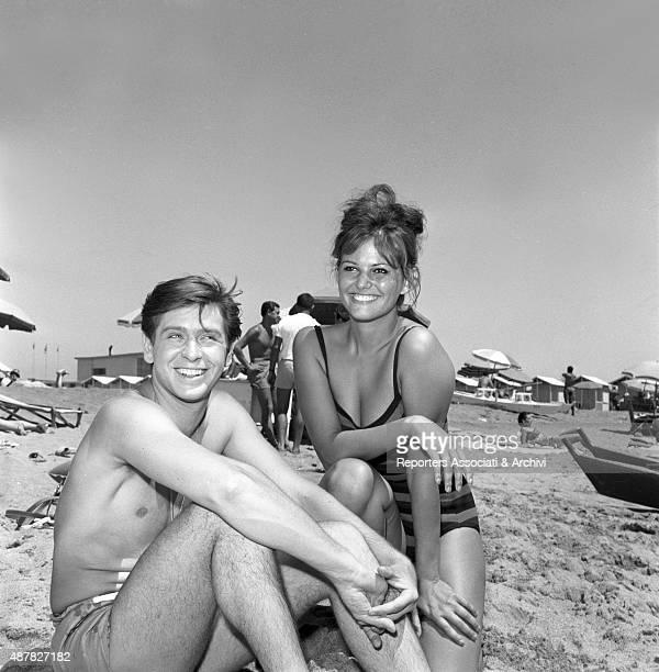 Italian actors Corrado Pani e Claudia Cardinale posing for a photiograph on the beach in Girl with a Suitcase Italy 1961