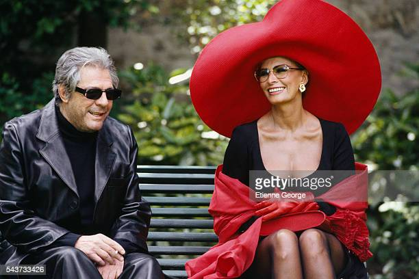 Italian actors Marcello Mastroianni and Sophia Loren on the set of the film PretaPorter directed by American director Robert Altman