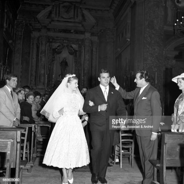 Italian actors Maurizio Arena and Alessandra Panaro getting married in Pretty But Poor 1957