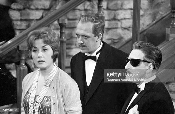 Italian actors Totò Raimondo Vianello and Lauretta Masiero in Sua Eccellenza si fermò a mangiare 1961