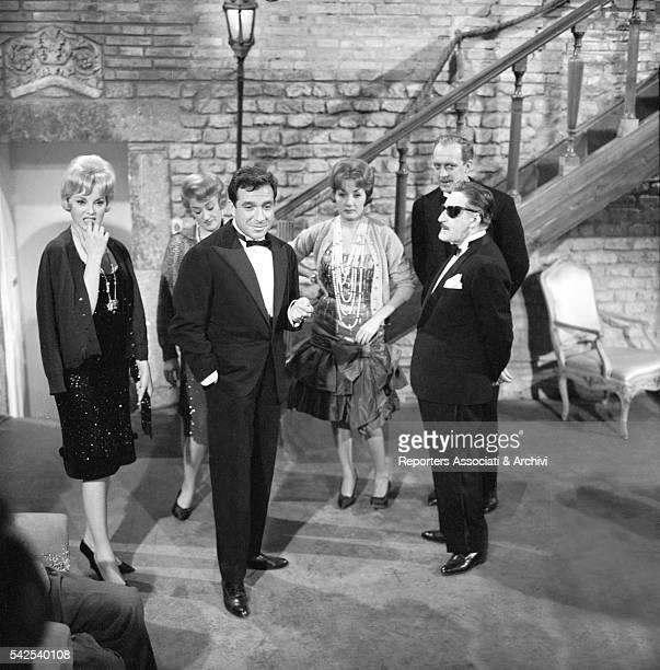 Italian actors Totò Raimondo Vianello Lauretta Masiero Ugo Tognazzi Lia Zoppelli and Virna Lisi in Sua Eccellenza si fermò a mangiare 1961