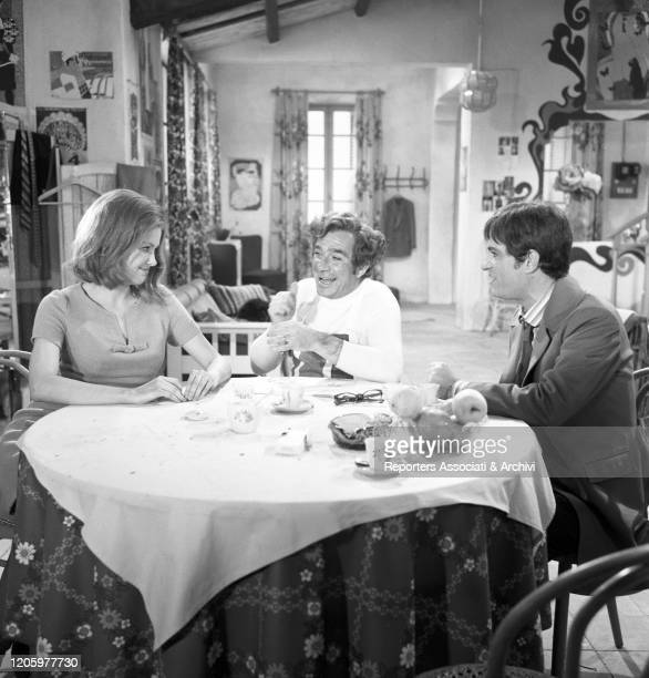 Italian actors Ugo Tognazzi and Nino Manfredi and American actress Pamela Tiffin relaxing at the table in the film Kill Me with Kisses. 1968