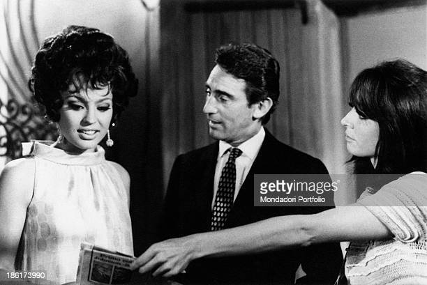 Italian actress and singer Alida Chelli showing a magazine to Italian actress Ira von Fuerstenberg in the TV miniseries Geminus Italian actor and...