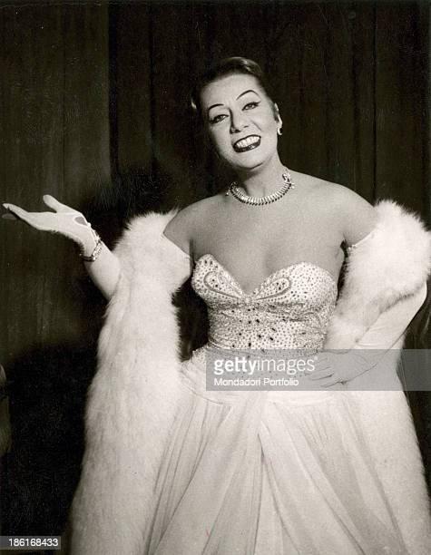ef344df48a6e Italian actress and singer and actress Wanda Osiris posing smiling 1940s