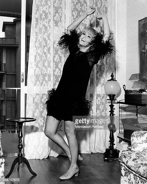 Italian actress and singer Carmen Villani dancing in her house Milan October 1968