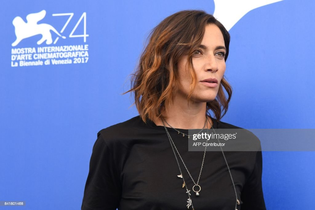 Italian actress Anna Foglietta attends the photocall of the movie 'Diva!' presented out of competition at the 74th Venice Film Festival on September 2, 2017 at Venice Lido. / AFP PHOTO / Tiziana FABI