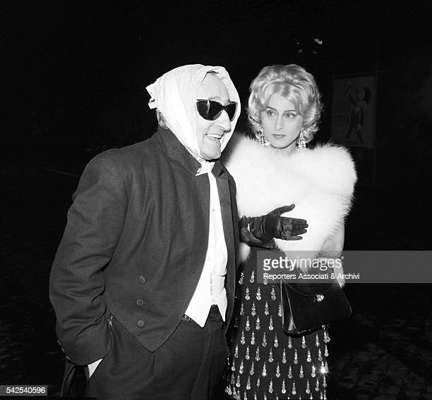 Italian actress Anna Magnani looking at Italian actor Tot˜ with a handkerchief on his head in The Passionate Thief Rome 1960