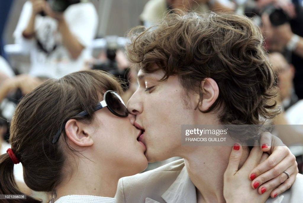 Kissing guys try oral