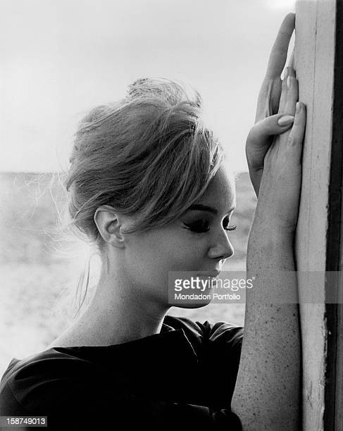 Italian actress Edy Vessel posing with her eyes closed. 1962