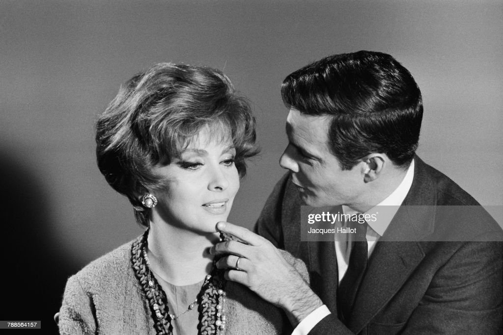 Italian actress Gina Lollobrigida and French actor Louis Jourdan on the set of Les Sultans (The Sultans), directed and written by Jean Delannoy.