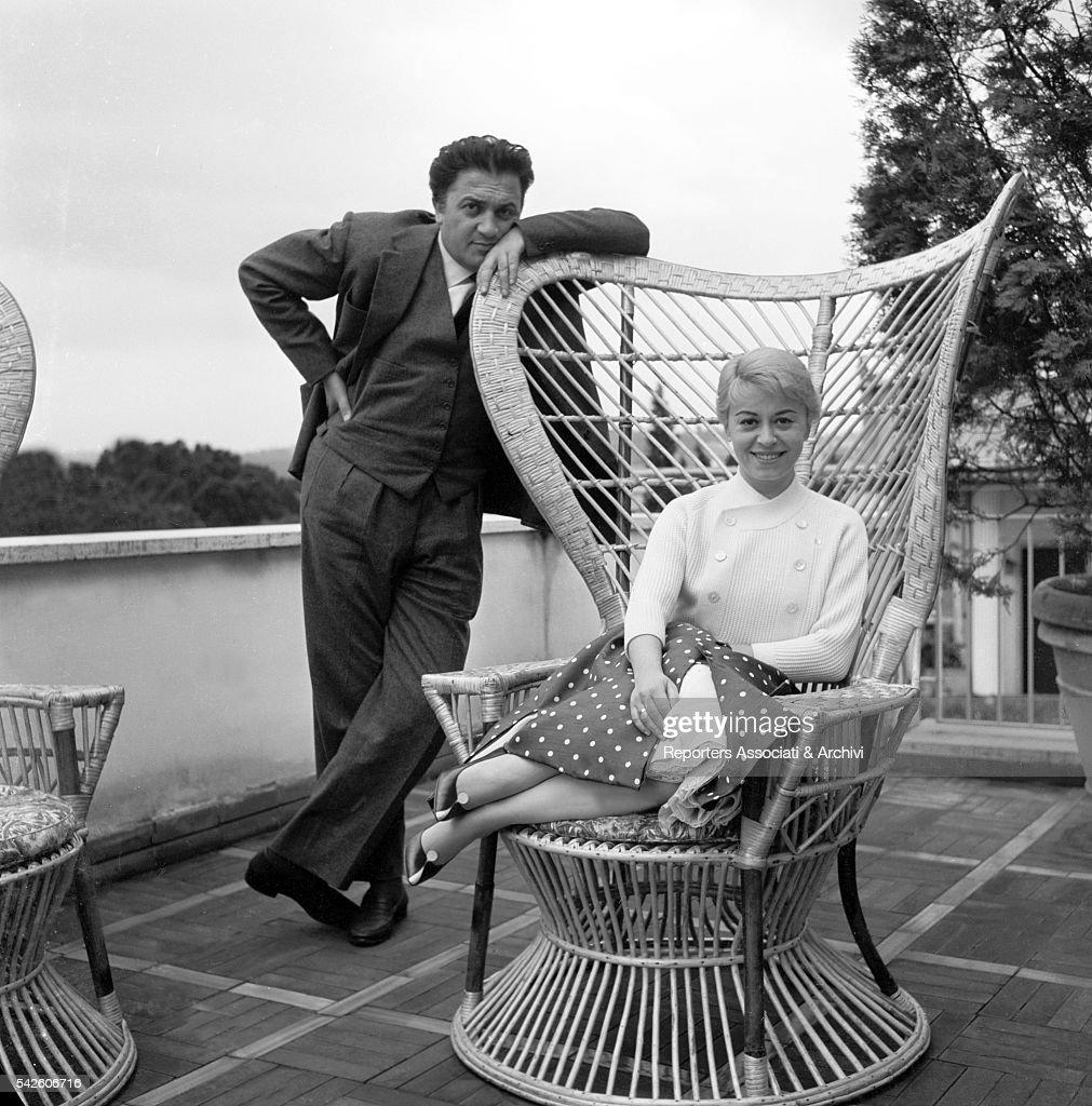 Giulietta Masina and Federico Fellini on a terrace : News Photo