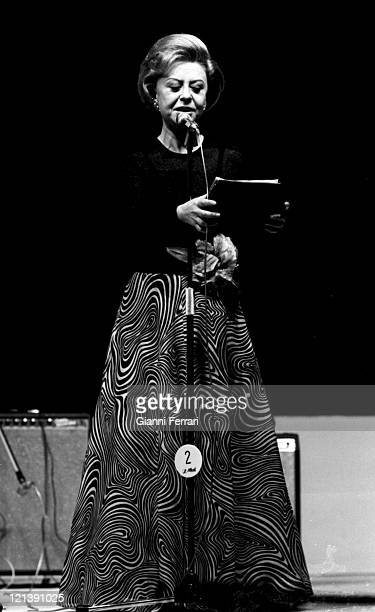 Italian actress Giulietta Masina during the presentation of an exhibition of paintings 1974