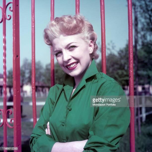 Italian actress Isa Barzizza posing smiling 1950s