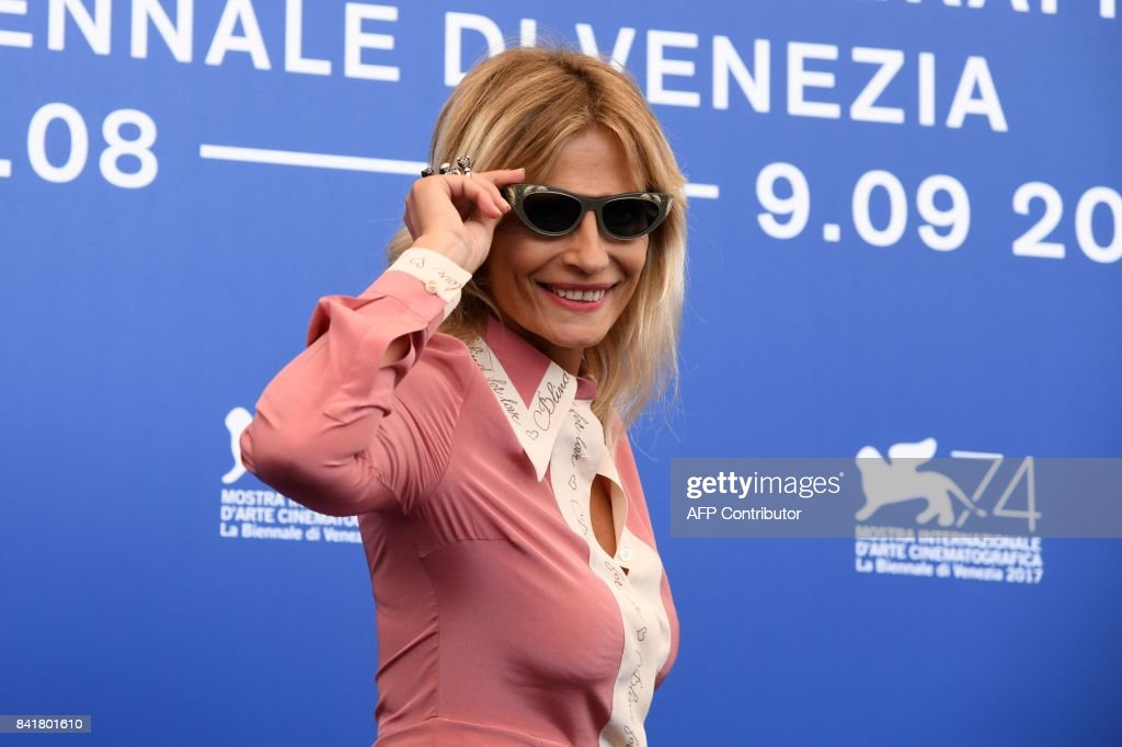 Italian actress Isabella Ferrari attends the photocall of the movie 'Diva!' presented out of competition at the 74th Venice Film Festival on September 2, 2017 at Venice Lido. / AFP PHOTO / Tiziana FABI