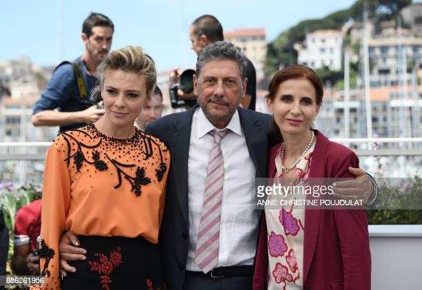 Italian actress Jasmine Trinca Italian director Sergio Castellitto and Italian screenwriter Margaret Mazzantini pose on May 21 2017 during a...