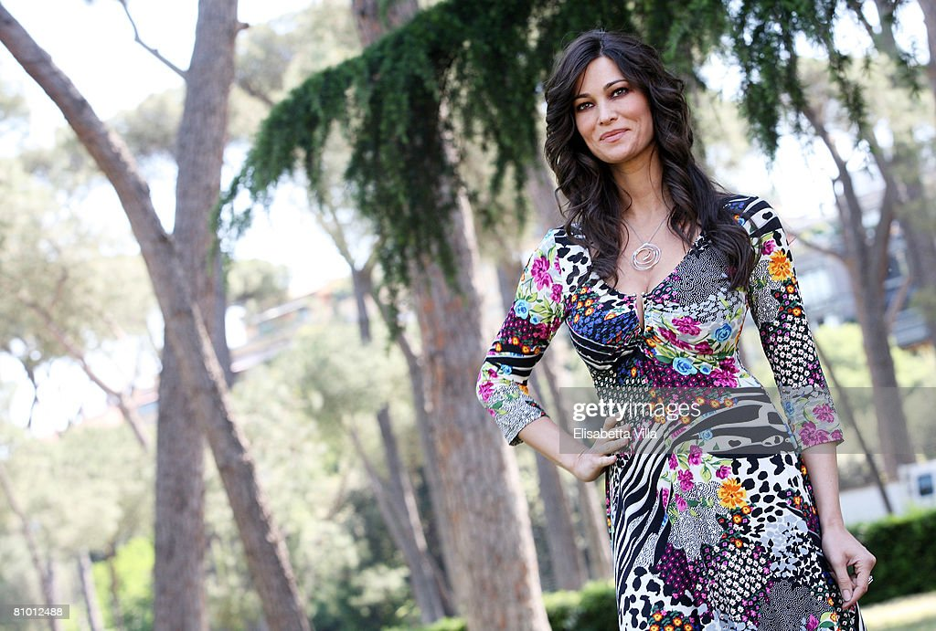 """Mogli A Pezzi"" TV Film - Photo Call : News Photo"