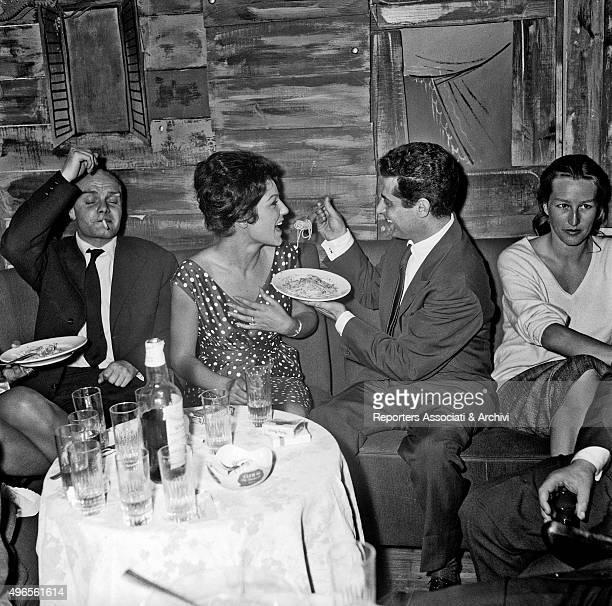 Italian actress Maria Fiore eating spaghetti feeded by the Italian singer Armandino Rome 1960