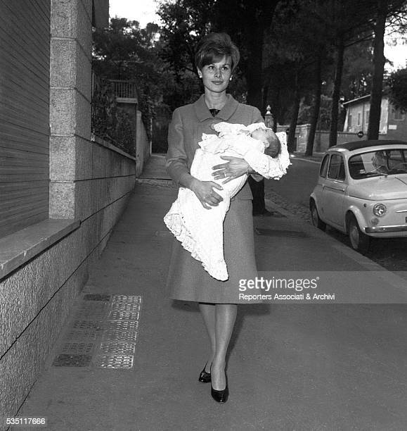 Italian actress Marisa Allasio walking in Rome with her daughter Anda Federica Rome 1962