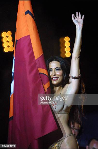 Italian actress Sabrina Ferrili promised a strip tease if AS Roma won she kept her promise