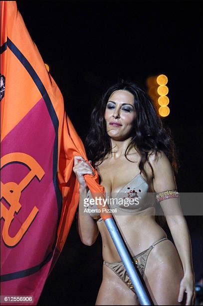 Italian actress Sabrina Ferrili promised a strip tease if AS Roma won she kept her promise