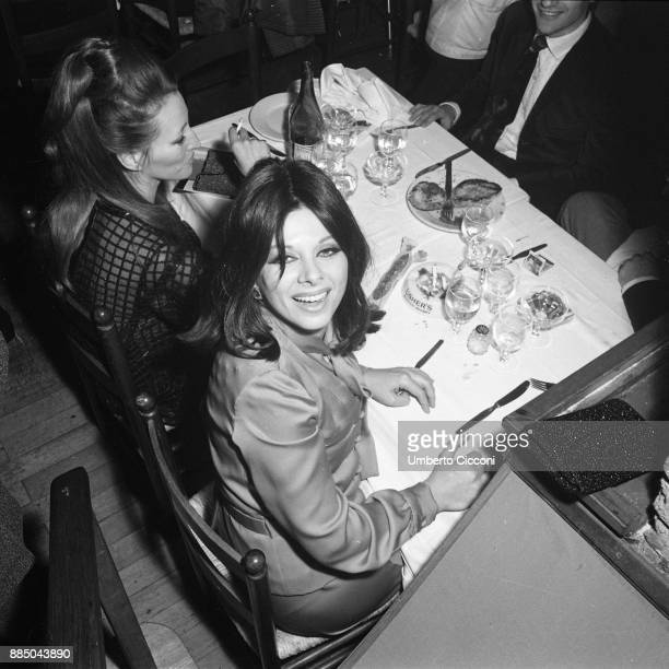 Italian actress Sandra Milo at the restaurant with friends Rome 1967