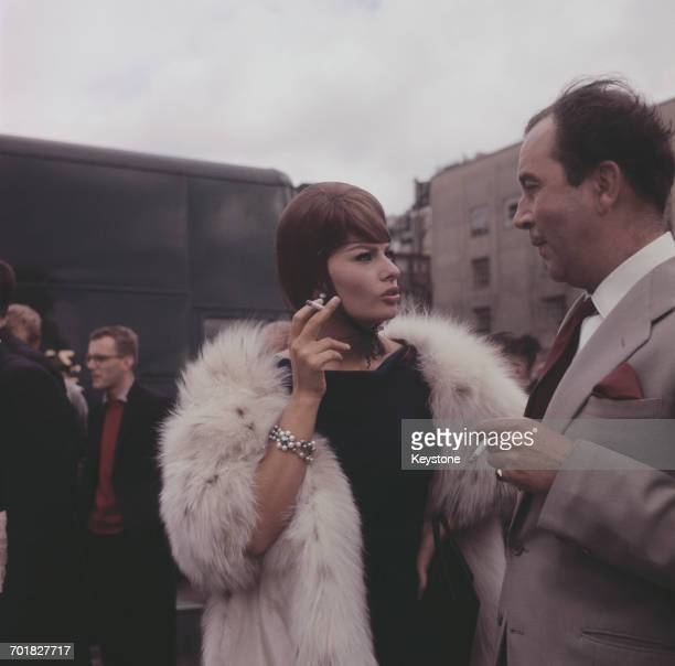Italian actress Sophia Loren and English actor Dennis Price during the filming of 'The Millionairess' London UK 12th June 1960