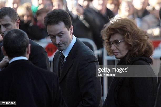 Italian actress Sophia Loren arrives at the funeral of her former husband Italian director Carlo Ponti at San Martin church on January 12 2007 in...