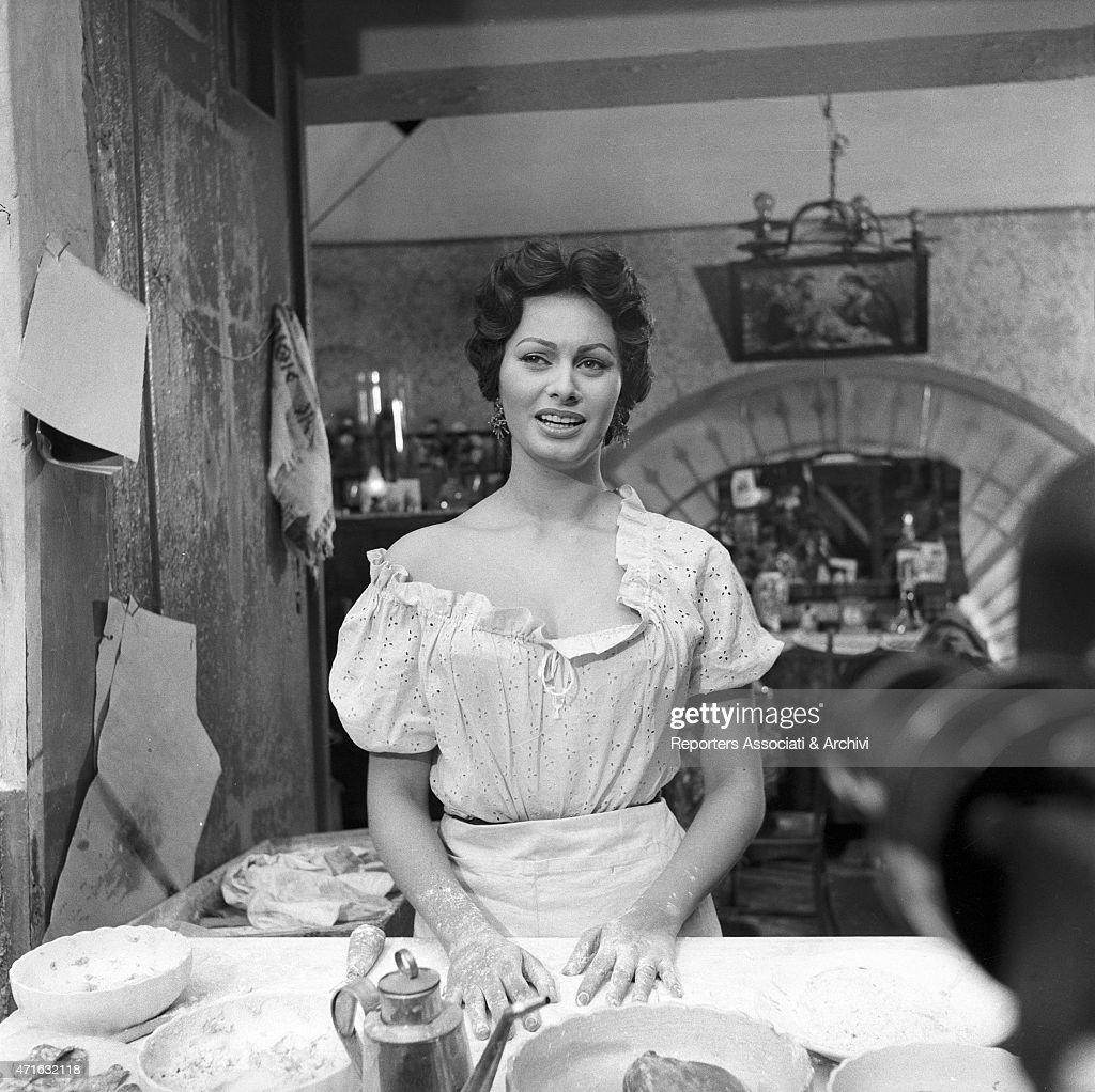 italian-actress-sophia-loren-in-the-gold