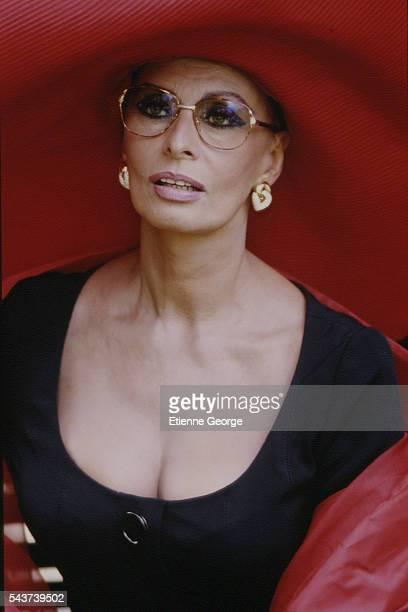 Italian actress Sophia Loren on the set of the film PrêtàPorter directed by American director Robert Altman