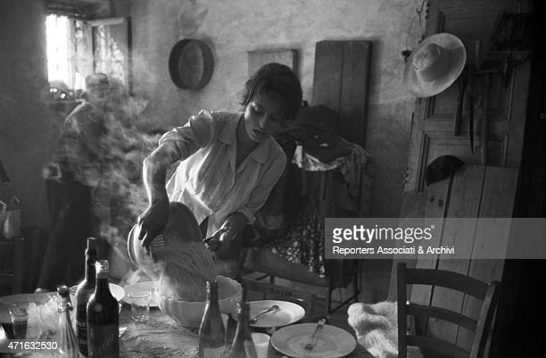 'Italian actress Sophia Loren straining spaghetti pasta on the set of The Two Women 1960 '
