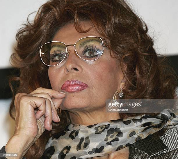 Italian actress Sophia Loren takes part in a press conference at the launch for the 2007 Pirelli calendar at the Hilton Hotel on November 16 2006 in...