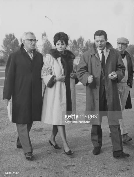 Italian actress Sophia Loren with director Vittorio de Sica and actor Marcello Mastroianni during the filming of 'Ieri oggi domani' in Milan Italy...