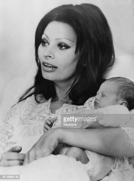 Italian actress Sophia Loren with her baby son Edoardo Ponti in the maternity clinic of the cantonal hospital in Geneva Switzerland 1973 Edoardo is...