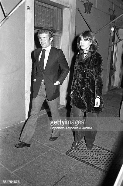 Italian actress Stefania Sandrelli and her husband Nicky Pende walking in Rome by night Rome 1973