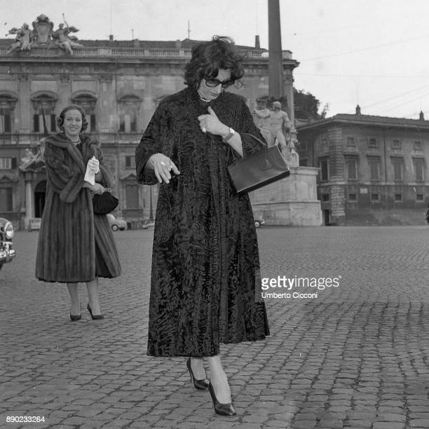 Italian actresses Anna Magnani and Marisa Merlini at Piazza del Quirinale Rome 1957