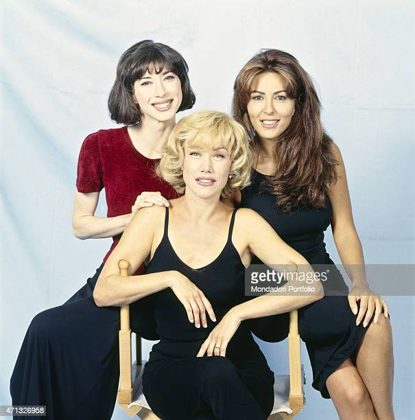 Italian actresses Sabrina Ferilli, Nancy Brilli and Veronica Pivetti poing smiling on the set of the TV series Commesse. Italy, 1998