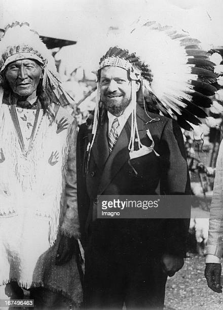 Italian Air Minister and pilot Italo Balbo after his transatlantic flight with the Sioux chief Black hair 27th July 1933 Photograph Der italienische...