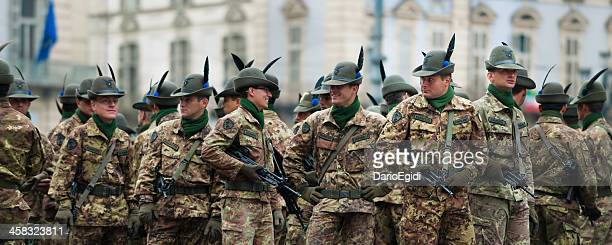 italian alpine army soldiers during a national meeting in turin - italian military stock pictures, royalty-free photos & images