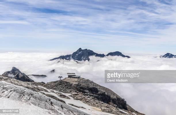 italian alps and ski lift - valle d'aosta foto e immagini stock